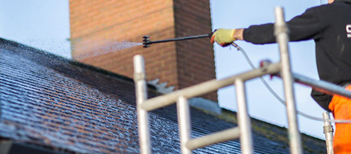 roof-cleaning-process